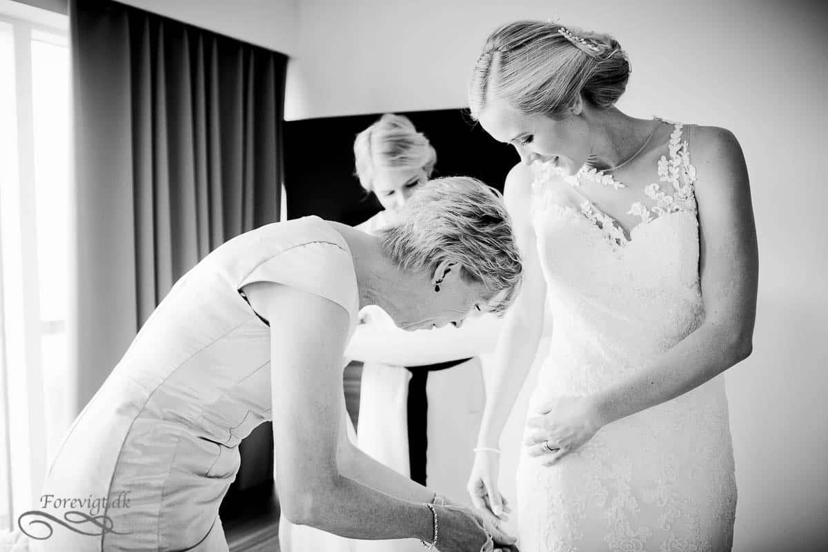Spar ved at vælge brudepiger og brudesvende der har selv har råd til festtøjet