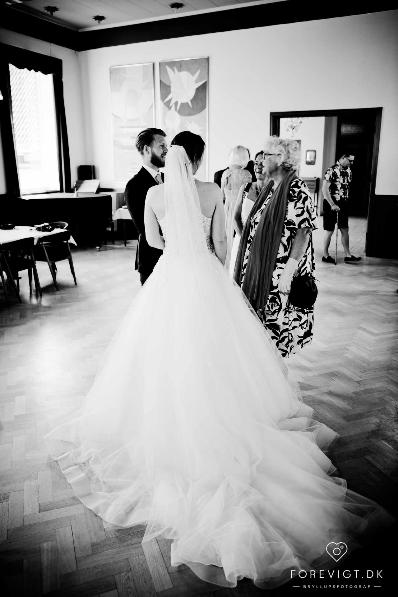 Bryllupsfotograf i Esbjerg?