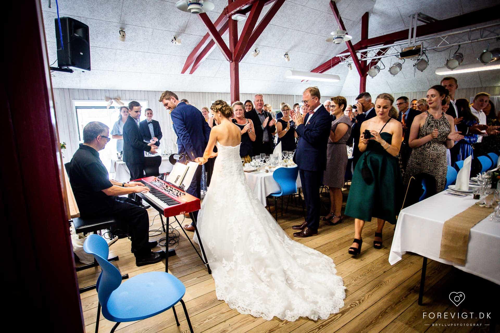 brud og gom bryllupsfest fest og bryllup på Ryå Efterskole
