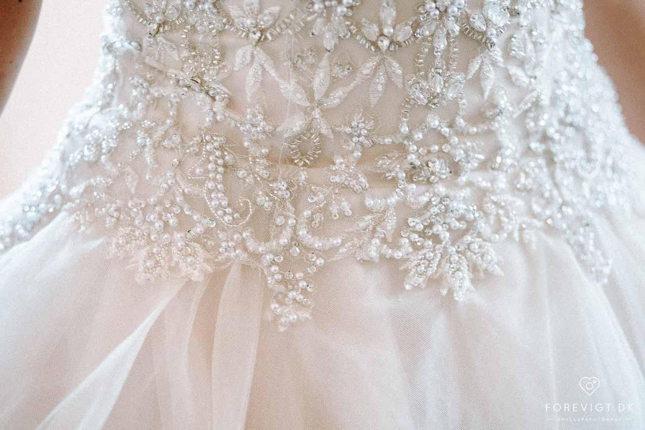 detaljer på brudekjole