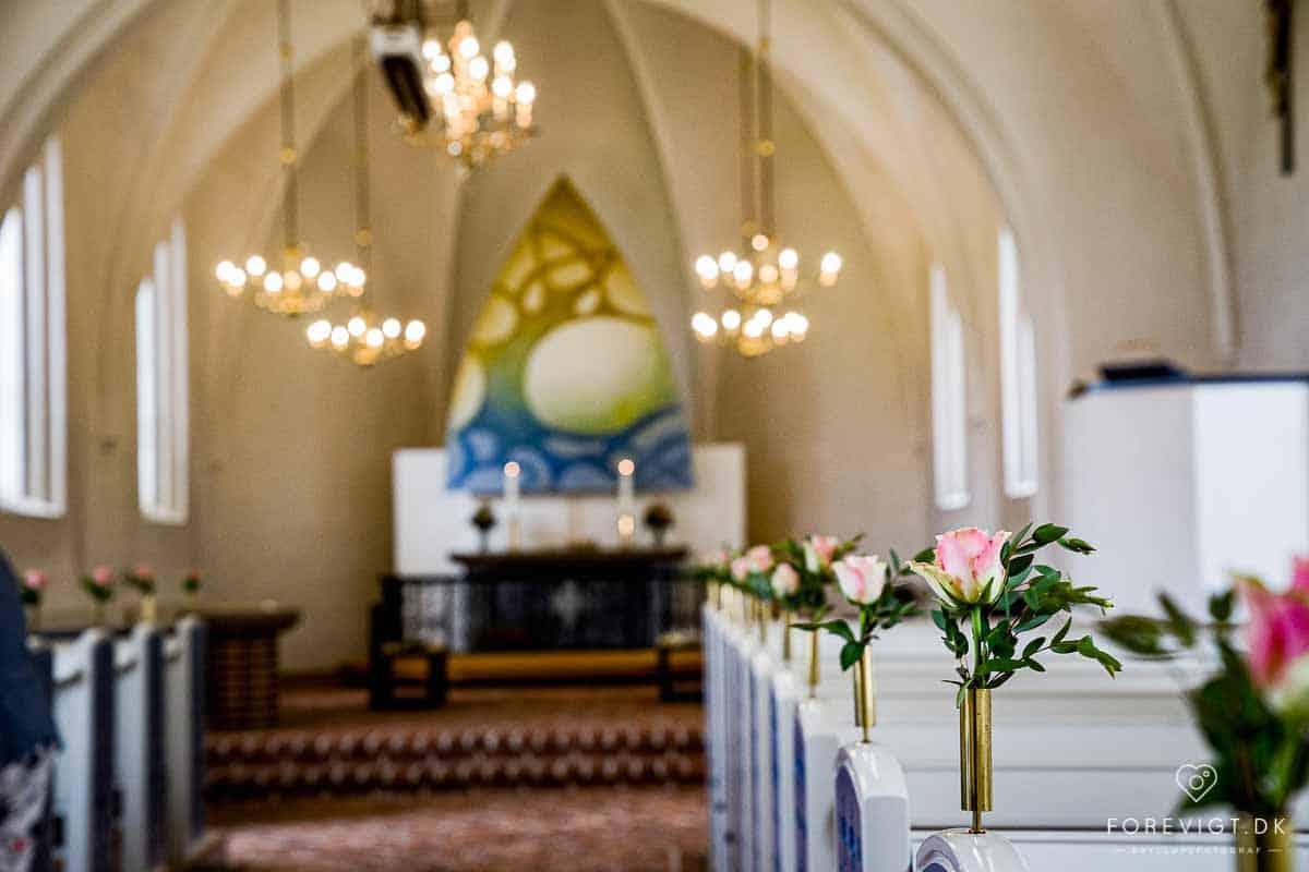 inde i Mølholm Kirke
