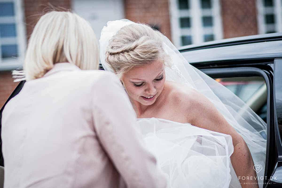 Bryllupsfotograf tilbydes i Holbæk nær Kalundborg og ...