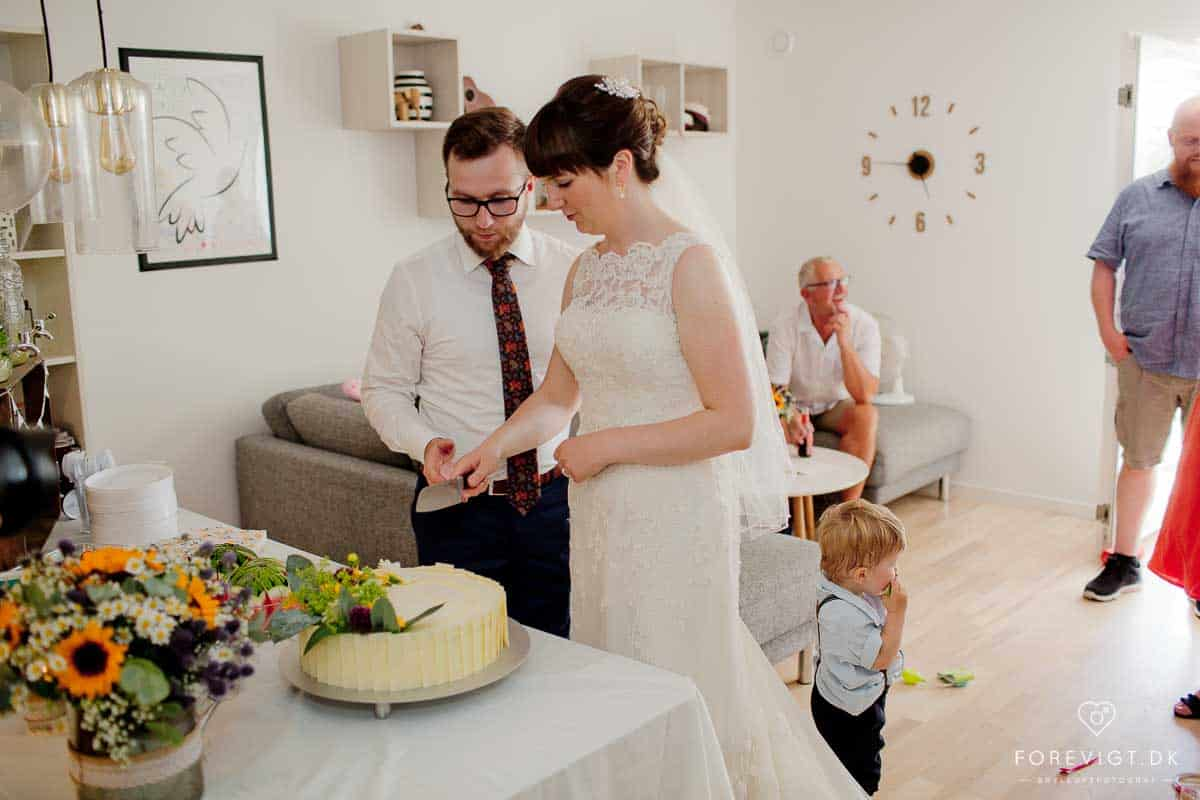 Bryllup i Kolding med hvid brudebuket